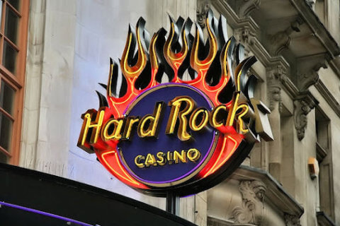 HARD ROCK INTERNATIONAL GETS RITZY IN LONDON